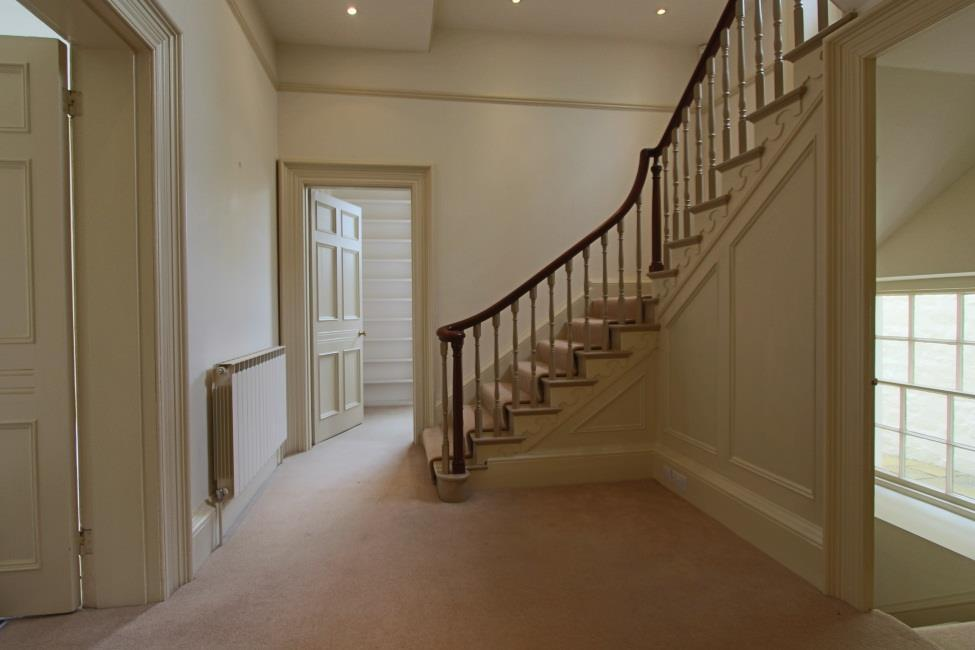 GROUND FLOOR Entrance hall Tiled floor with door leading to side paved pathway to gardens.