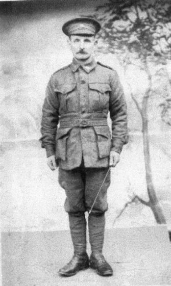 DO YOU RECOGNIZE W. COX? M EMBER Earl Howard has found a photo of a man he believes might have been a friend of his father. His father served on Gallipoli.