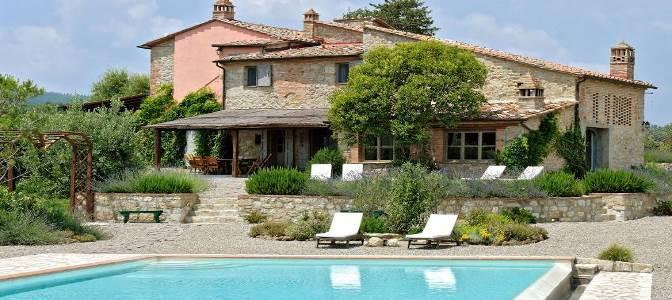 VILLA LE TERME San Gimignano, 5 bedrooms, sleeps 10 A fully renovated farmhouse, with views over the Chianti hills, a short distance from the medieval village of San Gimignano.