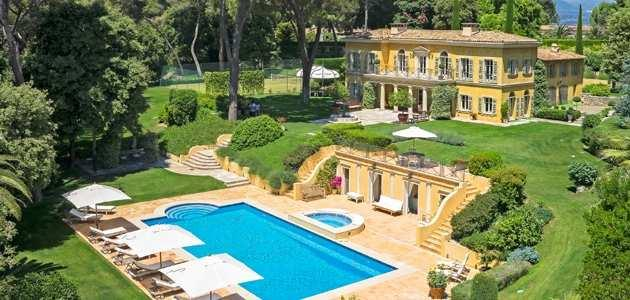 Mougins ~ Côte d Azur Located in a prestigious gated Domain, south aspect, sea view beautiful garden and park of over 1 hectare (2.