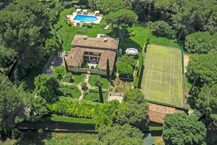 Price 7,950,000 By car : Shops 5 minutes, Mougins 8m, Royal Mougins Golf 10m, International School of Mougins 15m, Cannes 15m, A8