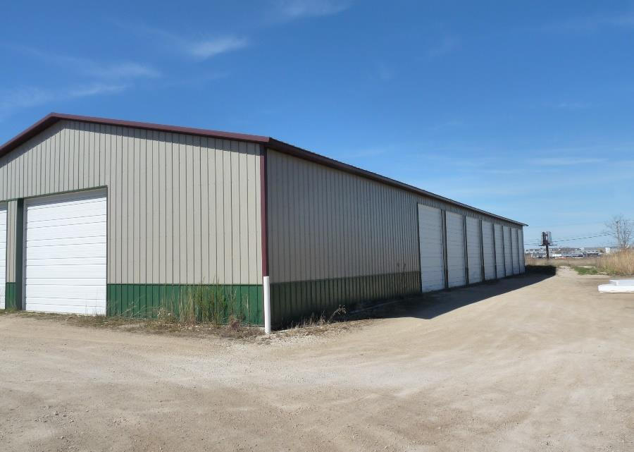 BUILDING 5 SIZE & RENT ROLL DETAILED FEATURES 5 Built Construction Size Units Door Heights End-Cap Unit Paved