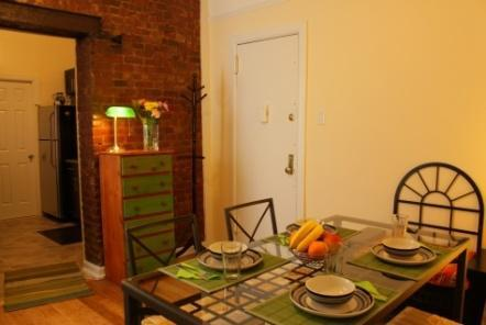 7 Accommodation in Chinatown Shared Apartment (Downtown, Lower East Side) Location: Downtown Manhattan. Within walking distance of the Brooklyn Bridge, Little Italy, Chinatown and SoHo.