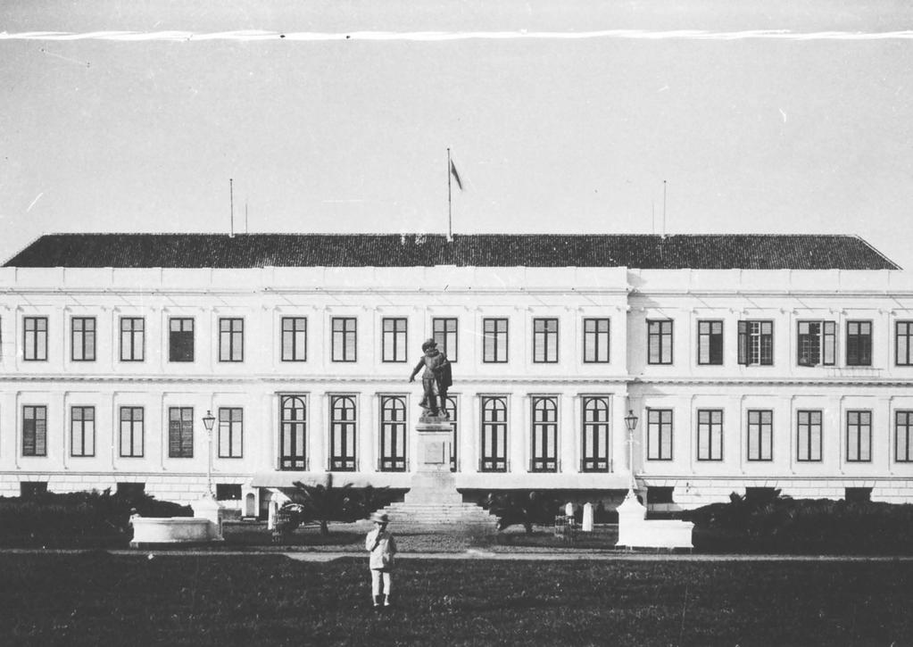 Illustration 6: Photographs (late 19th century) showing the front façade of the Ministry