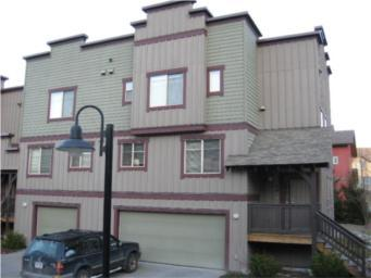 1445 8 Vine Road, Pemberton, Pioneer Junction - Townhouse Beautifully finished, naturally bright end unit in the Pioneer Junction Town homes complex.