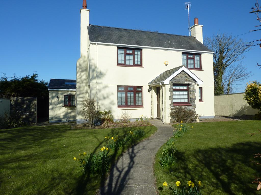 The Island s Largest Independent Estate Agency CG 00 (44) 1624 812823 Beautiful Detached Extended West Facing 4 Bedroom Manx Cottage with Annexe 649,000 Ballasyre Beg, Andreas Road, Andreas *