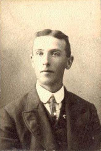 101 M viii. Frederick Roy Stewart was born on 26 Jun 1885 in Taymouth, N.B.