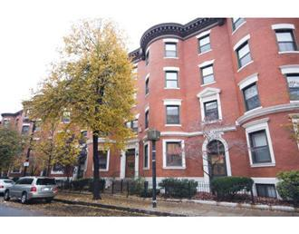 79 Gainsborough St - Unit 204 Boston, MA 02115-6501 MLS #: 70844853 Status: Sold List Price: $379,000 Sale Price: $369,500 List Date: 11/9/2008 Sale Date: 1/30/2009 Area: The Fenway Off Market Date: