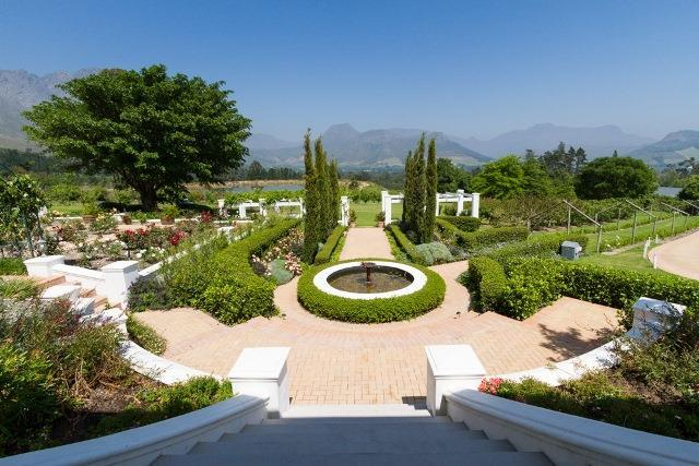 A spectacular farm estate situated in the Franschhoek Winelands 2km s from