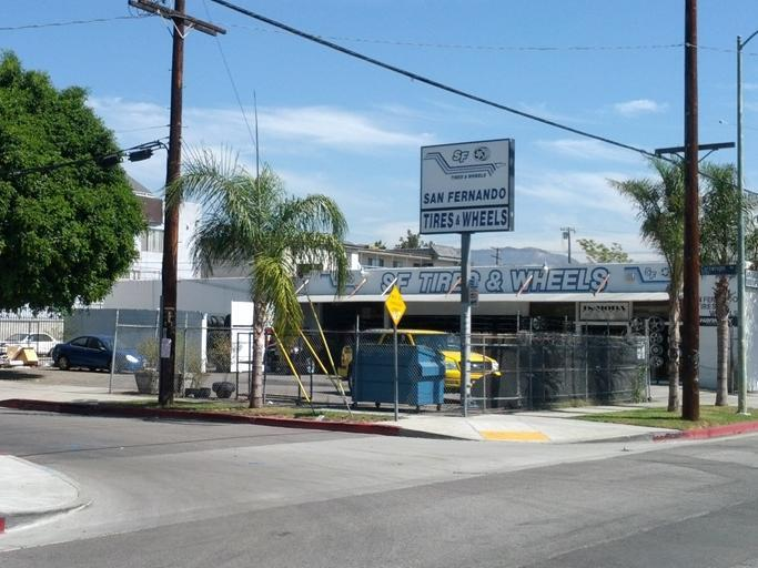 47 Lot Size: 4,900 SF Comments Located on the west side of North Hollywood Way, between Magnolia Boulevard & West Clark Avenue, the property is located 1.5 miles from the subject property.