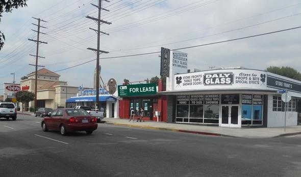 25 Available SF: Lot Size: 10,498 SF Lease Type: 1 10638 Burbank Boulevard North Hollywood, CA 91601 Gross Leasable Area (GLA): 6,800 SF Rent/SF (GLA): $1.