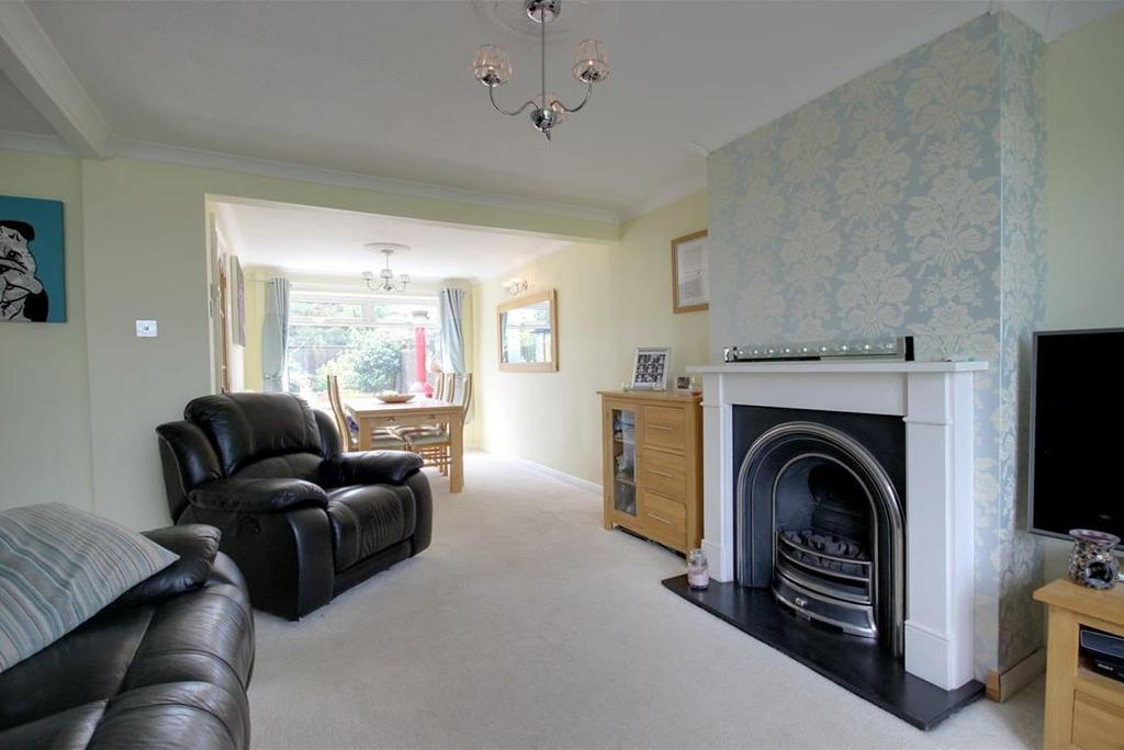 INTRODUCTION This attractive semi-detached property, situated in a popular village setting, is well placed for Elloughton and Brough's local amenities.