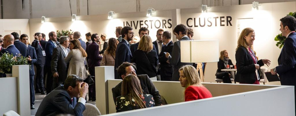 Expo & Symposium The Investors cluster exhibiting modules of 12 sq.m. or private spaces of 15 sq.m., personalized and equipped with free access to its business lounge (a central exclusive area for the networing).