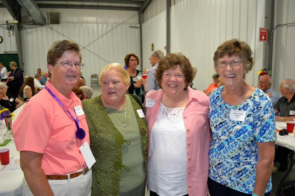 Visiting prior to banquet are (L-R) Patty Minnick (BHS 1967), Linda Coffman