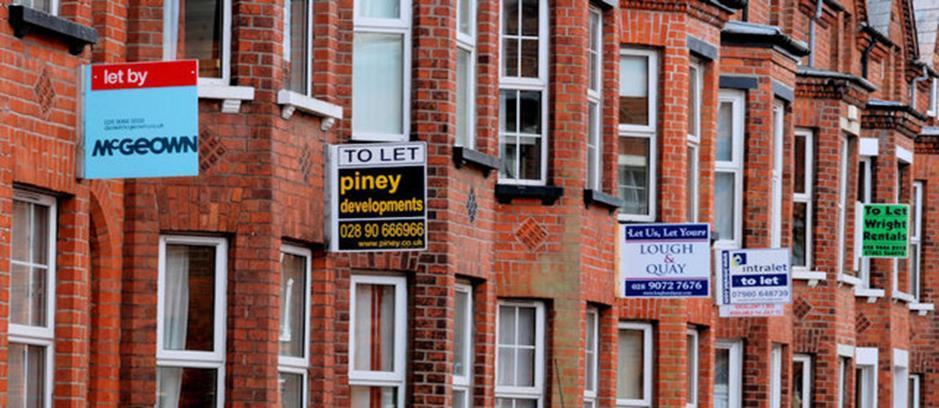 August 2015 PRS NUMBER OF LANDLORDS INCREASING RENTS DROPS KEY FINDINGS The supply of rental housing fell in August with 178 properties managed per branch this month on average, compared to 189 in