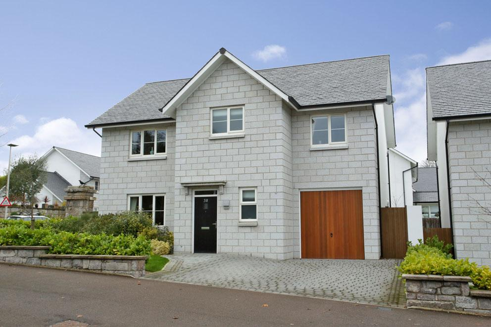 38 Oakhill Road Aberdeen AB15 5ES Immaculately Presented Four Bedroom