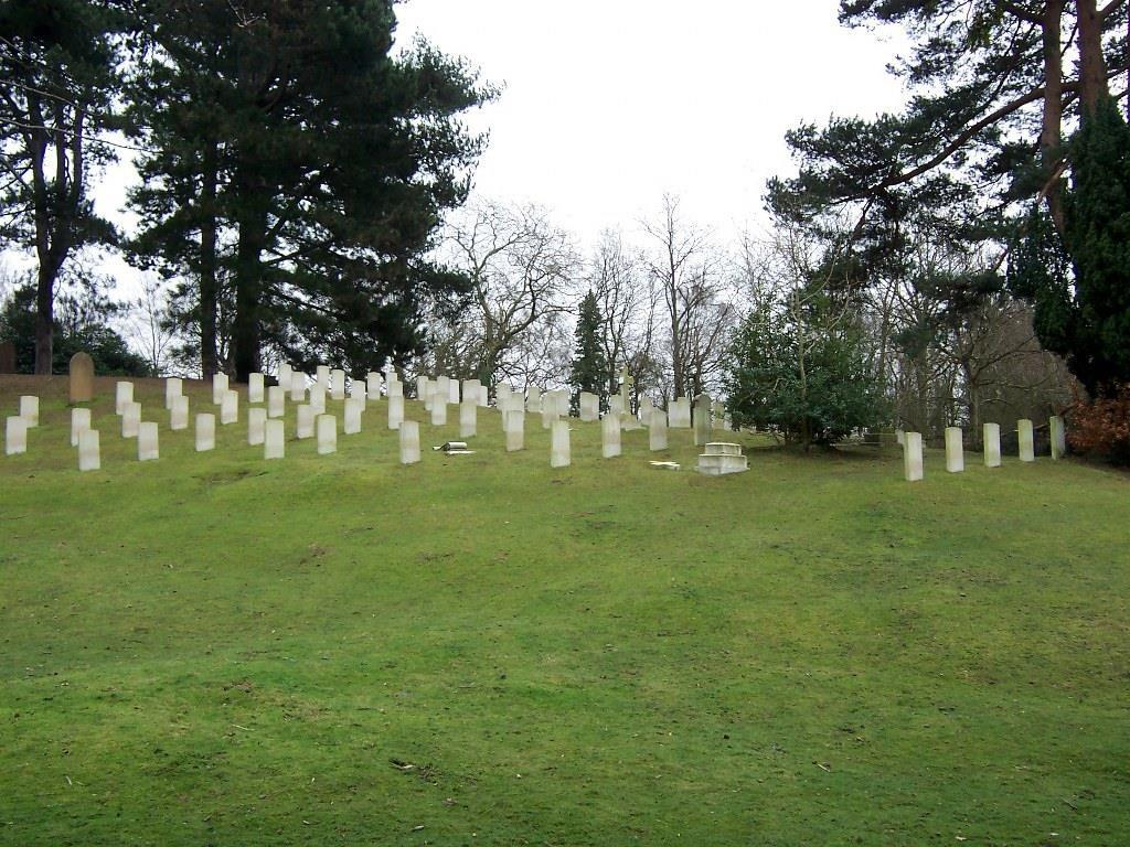 The cemetery contains 637 First World War burials but only 35 from the Second World War.