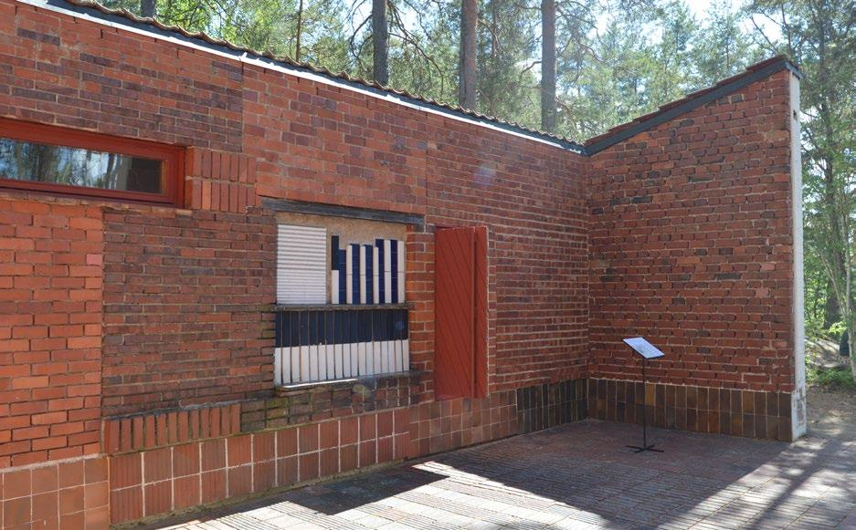 Fig. 13. Alvar Aalto, brick and tile patterning at the bedroom wing, Experimental House, Muuratsalo, Finland, 1952 form.