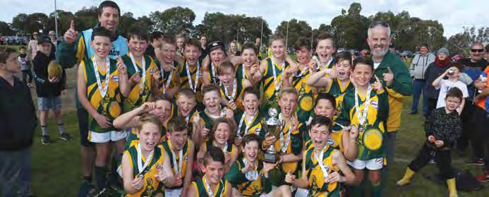 38 2017 WRFL Annual Report JUNIOR GRAND FINALS UNDER 11 DIVISION 1 TEAM P W L D % PTS Williamstown Juniors 12 11 1 0 524.48 44 Werribee Centrals 13 11 2 0 333.