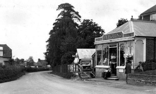 Shown above is a photo of Henry s shop dated 1922. A similar view from a different angle taken at the same time is given below.