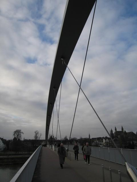 width of 720 meter It rises 10 m above the river In 2004 it won the National Steel Prize Project is public!