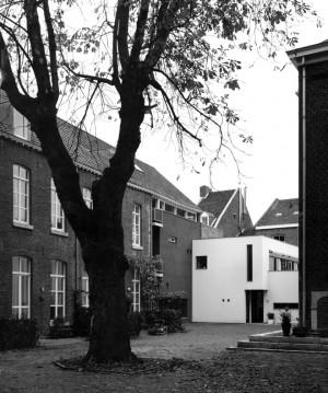 Capucijnenhof Capucijnenstraat 6211 Maastricht The Capucijnenhof is one of the many enclosed spaces in the urban fabric of Maastricht A conglomerate of buildings of a former monastery including a