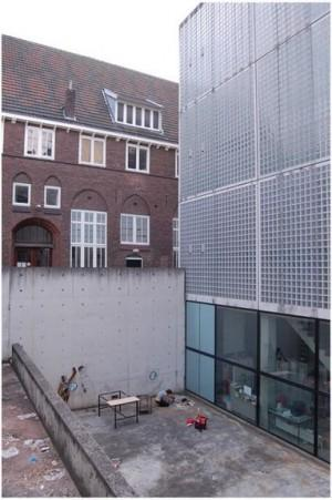 photo: Sahil Latheef photo: Sahil Latheef Academy of Art and ure Herdenkingsplein 12 6211 PW Maastricht Conceived as an extension to the existing Rijkshogeschool, The Maastricht Academy for the Arts