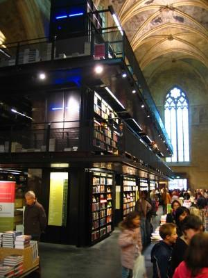 photo: Naomi Schiphorst photo: Naomi Schiphorst Book Shop Dominicanen Dominikanerkerkstraat 1 6211 CZ Maastricht http://wwwselexyznl/ With only 750 m2 floor area to use and a program of 1200 m2 floor