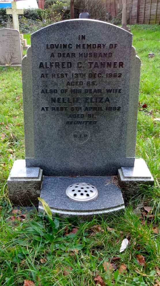 12/142 MARY JANE TARRANT DIED 21 ST JUNE 1920 ROBERT HENRY TARRANT