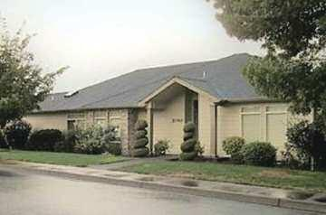 , Dallas Cute & clean 1500 sq.ft. one level! New Carpet, newer siding, & sunroom!