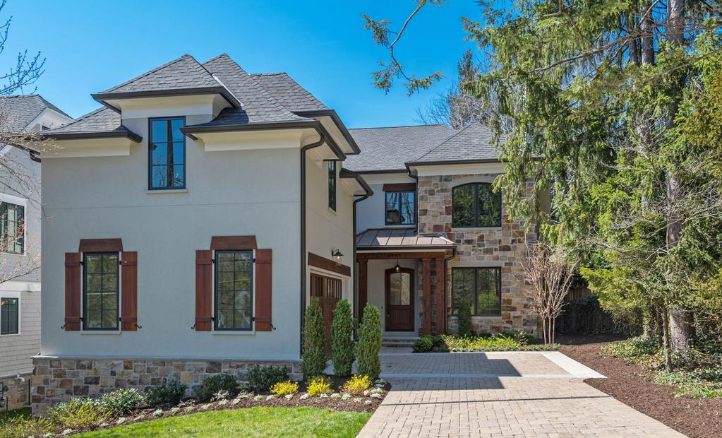 HIGH-END FINISHES IN STUNNING NEW BUILD