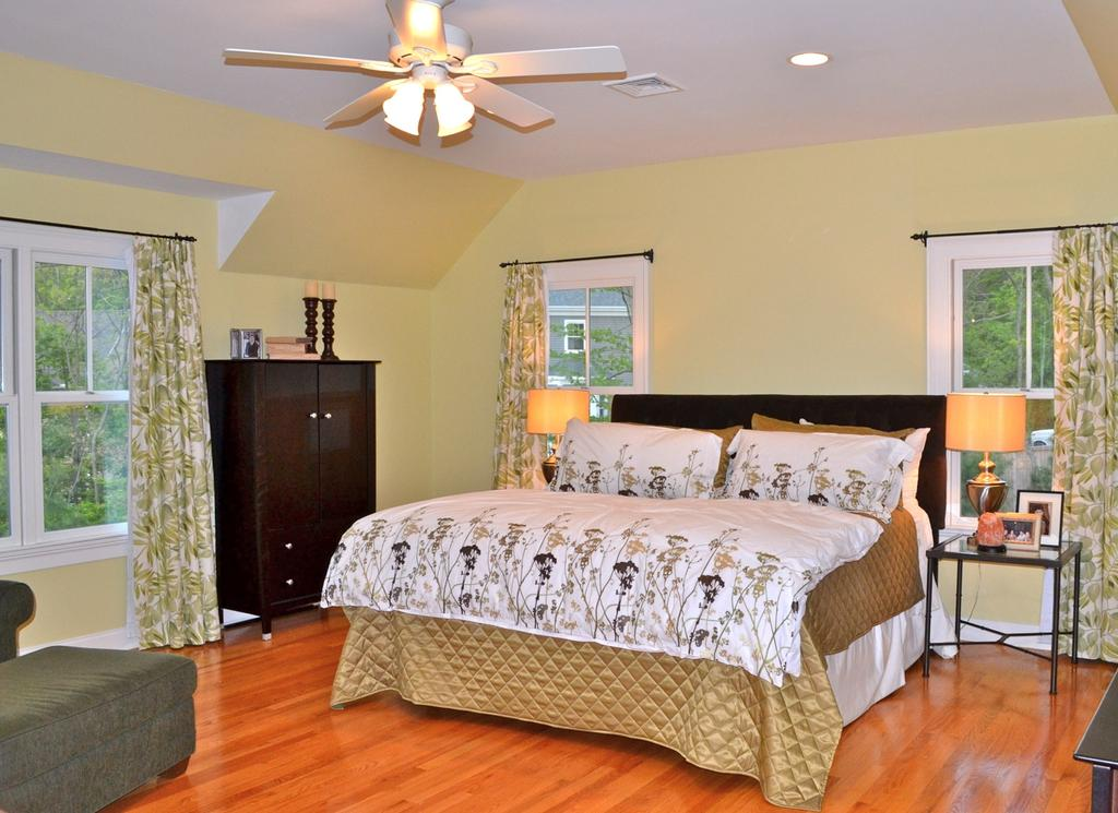 2 nd a nd 3 rd F l o o r D e t a i l s MASTER BEDROOM Hardwood flooring, 2 custom fitted, walkin closets, changing area, Master room, Large windows,