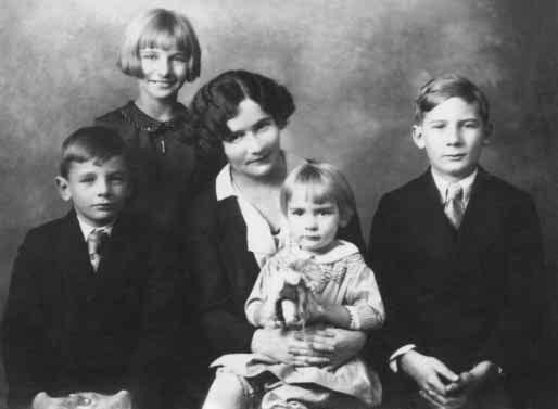 From left; Edwin, Joy, Alice, Mary and Douglas Jr He married, in Wheaton near Chicago 6/2/1915, Alice Finch Wanzer.